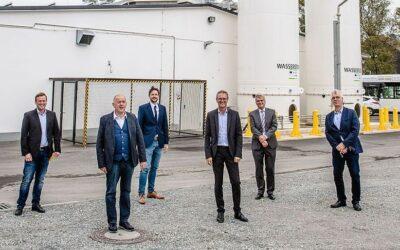 Linde und Regionalverkehr Köln präsentieren neue Wasserstofftankstelle für Busse